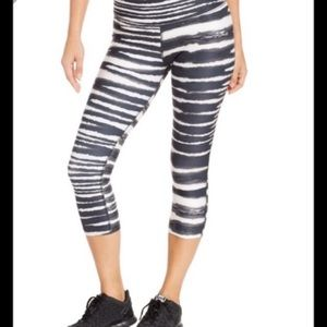 Nike Legend Dri Fit Cropped Leggings Striped Large